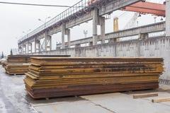 Materiell lagring för järn och för stål Vinterlagring i hamn Royaltyfria Foton