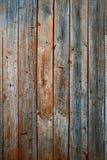 Materiella plankor för trä Ridit ut ädelträ med tecken av att åldras och rostigt spikar arkivfoton