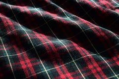 Materiellt tyg för skotsk tartan med solsken och skuggor som markerar detaljen, formen och textur arkivfoton