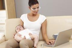 Maternidad contra carrera Imagen de archivo libre de regalías