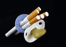 Maternité et cigarette photographie stock
