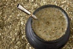 Matero sul compagno rovesciato di yerba fotografia stock