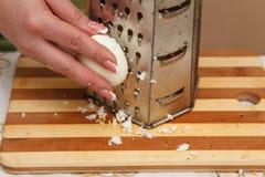 Matförberedelse - gnisslande ägg Fotografering för Bildbyråer