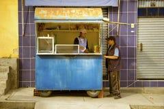 Matförsäljningsvagn i Mallasa Arkivfoton