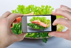 Matfotografi på smartphonen Arkivfoton