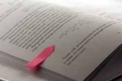 Mathebuch mit einem Aufkleberaufkleber Lizenzfreies Stockbild