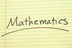Mathematik auf einem gelben Kanzleibogenblock Stockfotos