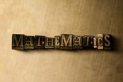 MATHEMATIK - Nahaufnahme des grungy Weinlese gesetzten Wortes auf Metallhintergrund vektor abbildung