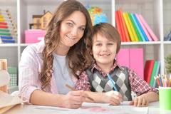 Mather and her little son drawing. With colorful pencils Royalty Free Stock Photos