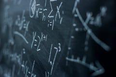 Maths formuły na chalkboard tle Zdjęcia Royalty Free