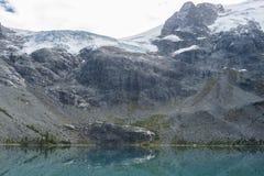 Matier lodowiec nad górny jezioro na Joffre Jeziornej podwyżce Obraz Stock