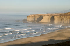 Matin à la plage de crique de Tunitas Image libre de droits