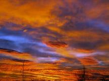 Matin avec les nuages rouges Photos stock