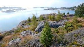 Matin brumeux dans l'archipel de Stockholm Photographie stock