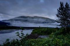 Matin brumeux et nuages en Alaska Etats-Unis d'Amérique Photos libres de droits