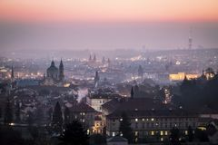 matin brumeux Prague photo stock