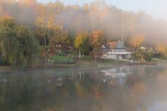 Matin brumeux sur le lac rock, la Virginie Occidentale Image libre de droits
