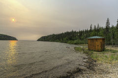 Matin brumeux sur un lac Image libre de droits