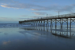 Matin calme au pilier de plage de coucher du soleil Images libres de droits