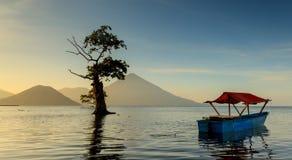 Matin calme chez Maitara, Ternate Photos stock