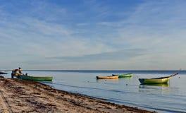 Matin courant au vilage de pêche Images libres de droits