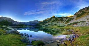 Matin d'été en montagne de Pirin Photos stock