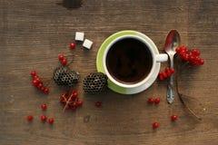 Matin de café avec des baies Photographie stock libre de droits