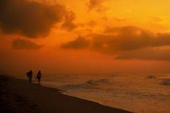 Matin de surfers Photo libre de droits