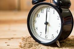 Matin de visage d'horloge de plan rapproché à l'horloge de ` de 6 o Photographie stock libre de droits