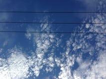 matin du soleil de câble de bleu de ciel Images libres de droits