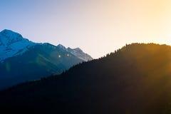 Matin en montagnes géorgiennes Photos stock