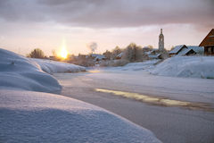 Matin givré et église russe Images libres de droits