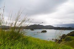 Matin nuageux dans la baie des îles, le Nouvelle-Zélande Photo stock