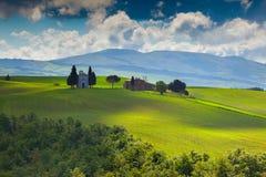 Matin nuageux sur la campagne en Toscane images libres de droits