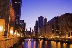 Matin par le fleuve de Chicago Photos stock