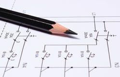 Matita che si trova sui diagrammi elettrici Fotografia Stock