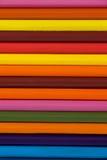 Matita colorata sistemata in una fila Fotografie Stock