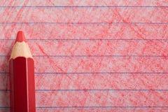 Matita di colore rosso con coloritura Fotografie Stock