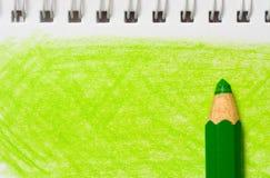 Matita di colore verde con coloritura Fotografia Stock