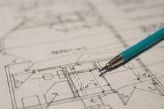 Matita di progettazione su un Floorplan fotografia stock libera da diritti
