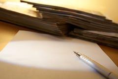 Matita, documento e scomparti immagine stock