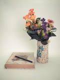 Matita e manuale di studio (annata) Fotografie Stock Libere da Diritti