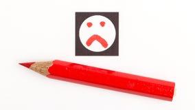 Matita rossa che sceglie il giusto umore, come o a differenza di/avversione Immagine Stock