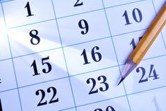 Matita su un calendario fotografie stock