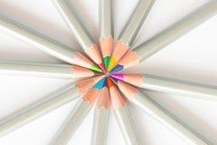 Matite colorate allineate in un cerchio immagine stock