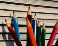 Matite colorate, fine su Immagine educativa Immagine Stock
