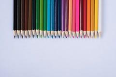 Matite colorate isolate su priorità bassa bianca Fotografie Stock