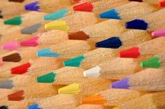 Matite colorate a macroistruzione immagini stock