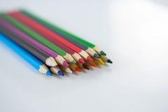 Matite colorate sistemate in una fila Immagine Stock Libera da Diritti