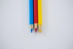 Matite colorate sistemate in una fila Immagini Stock Libere da Diritti
